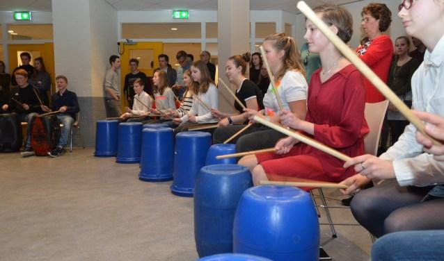 De avond werd geopend met een spectaculaire trommelshow. (Foto's: Pieter Vane)