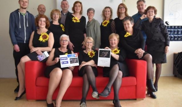 Cast Calendar Girls en Bestuursleden KWF Zoetermeer