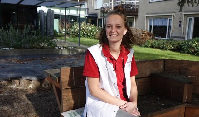 """Wijkverpleegkundige Sandra van Zeeland (31) doet haar verhaal. """"Mijn kwaliteiten worden gezien en ik krijg kansen."""" (Foto: Sis Huiskamp)."""