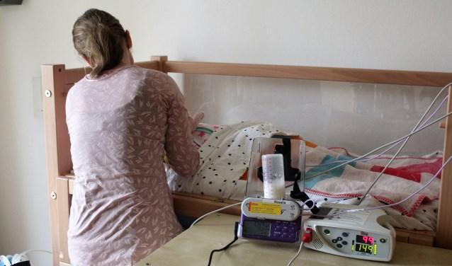 Een kindje wordt verzorgd in Pallieterburght (Foto: Annemarie van der Ploeg)