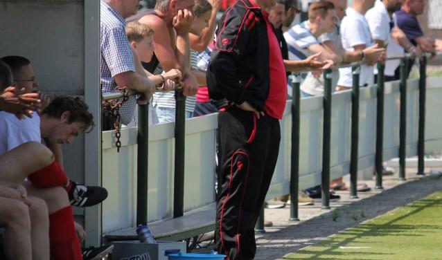 Trainer Renato Dijksterhuis, die volgend seizoen verkast van UVV naar SCH'44.