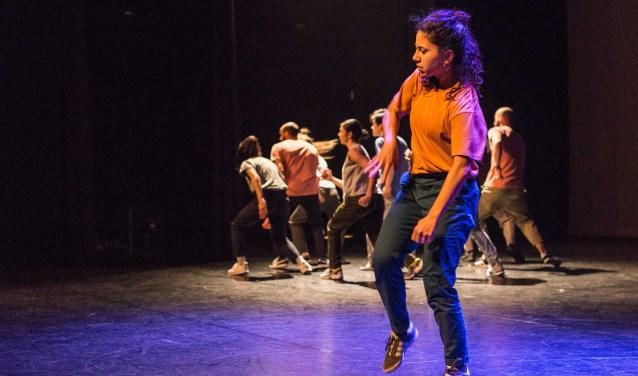 Mind Ur Step is een initiatief van bruggenbouwers uit de hiphopdans- en theaterscene.