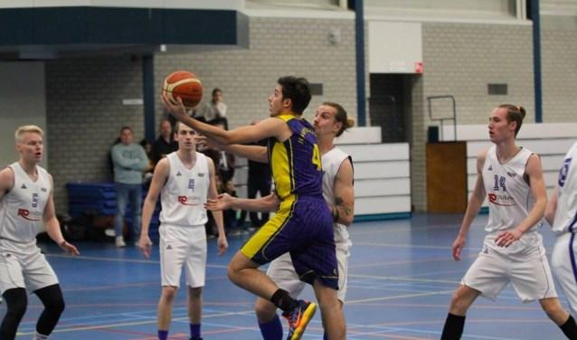 Luuk von Burg scoort voor Jump