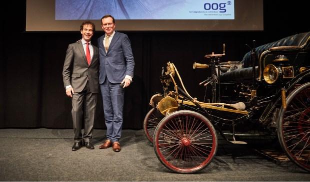 Glaucoomspecialist dr. Hans Lemij van Het Oogziekenhuis Rotterdam en Minister voor Medische Zorg Bruno Bruins tijdens het benefietevenement in het Louwman Museum.