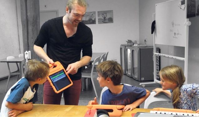De nieuwe kunstcarrousel bij het Pieck staat in het teken van muziek. In vier lessen maak je samen met anderen een eigen lied.