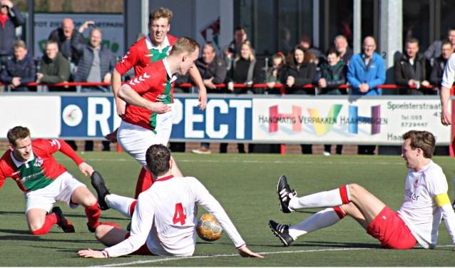 Het leek af en toe wel op een potje zitvoetbal bij Bon Boys tegen Achilles'12 uit Hengelo. Bon Boys had recht op de drie punten, maar verzilverde ze niet.