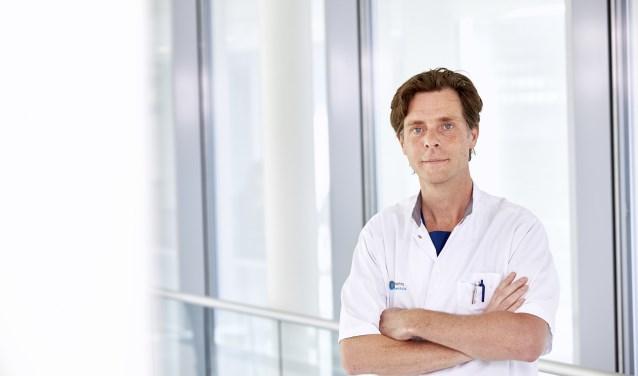 Cardioloog-elektrofysioloog dr. Lukas Dekker van het Catharina Ziekenhuis is benoemd tot hoogleraar aan de TU/e. (Foto: Wim Hollemans).