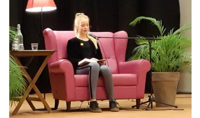 Julia van Donselaar wint de Regionale Voorleeswedstrijd