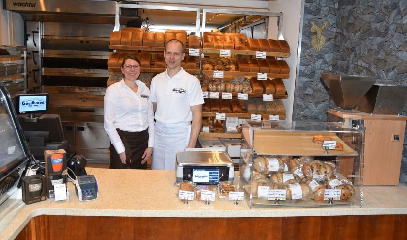 Roel en Caroline Jansen in de nieuwe bakkerij.