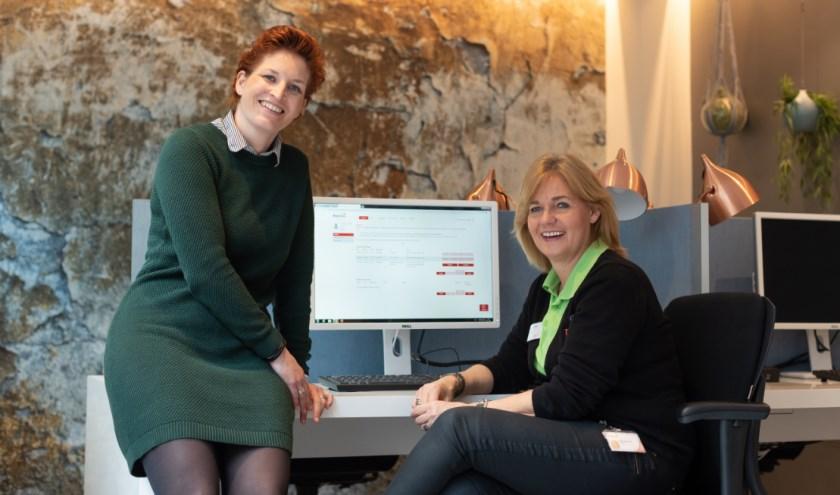 Links: Denise Verburgh, projectleider MijnBravis. Rechts: Rina van Doormaal, vrijwilliger in de Bravis DigiTuin.