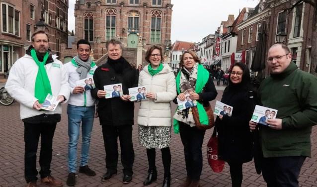 Op de foto in het midden (met zwarte jas) Boris Dittrich met rechts statenlid Rita Braam.