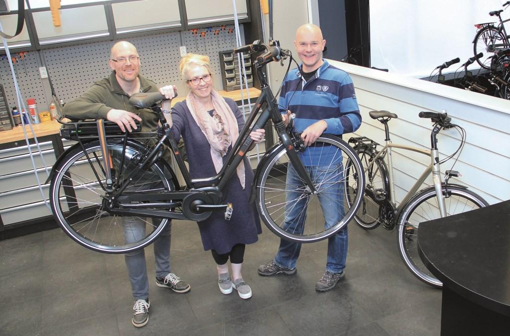 In de werkplaats (vlnr); Eddy Christant, Evelyn Christant en Peter Pennekamp.