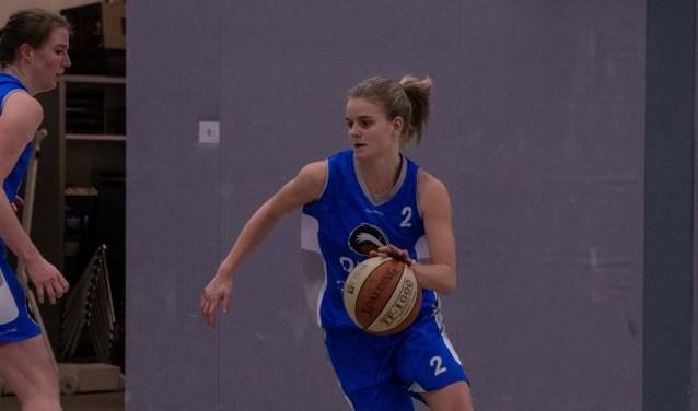 Carlijn Majoor zet aan voor drive naar de basket
