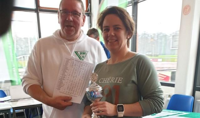Hart van Brabant/Dak Drunen snelwandelaar Yvonne Grootswagers mocht in Rotterdam niet één maar twee prijzen in ontvangst nemen.