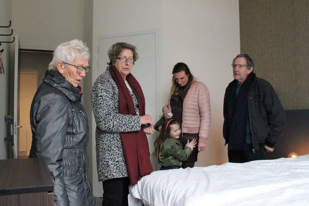 Veel belangestelling tijdens het open huis B & B 'De Wilhelminaschool' Aalten  Foto: Leo van der Linde © Persgroep