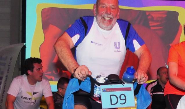 Voor Pleun Onderdelinden was het afzien bij het Spinning Event. Met zijn Unilever maten zorgde hij voor 3500 euro (Foto: Ada Onderdelinden).