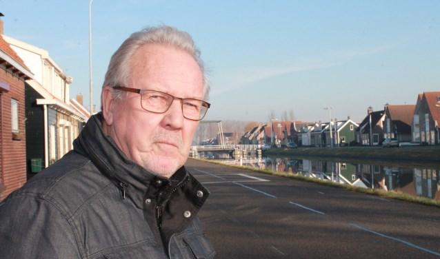 Henk Hoogerland langs het kanaal in Wilhelminadorp in 2017. FOTO: LEON JANSSENS