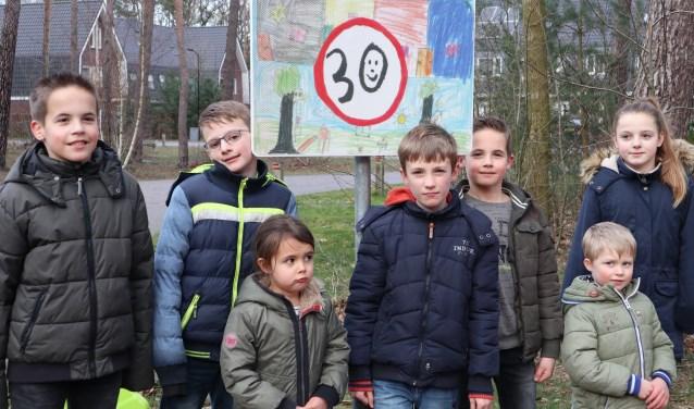 De kunstenaars van de verkeersborden op Het Trefpunt