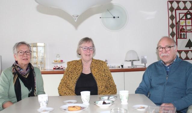 Tineke Rotgans, Rikie van Hecke en Ben Pleij van de Stichting Hulpdienst Capelle aan den IJssel (Foto: Annemarie van der Ploeg)