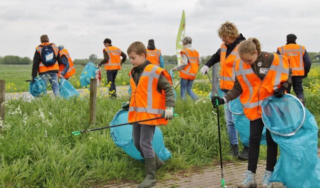 Zaterdag gaan vrijwilligers van de Plastic Guerilla zwerfvuil in Sliedrecht aanpakken. Iedereen kan zich aansluiten. (Foto: DPG)
