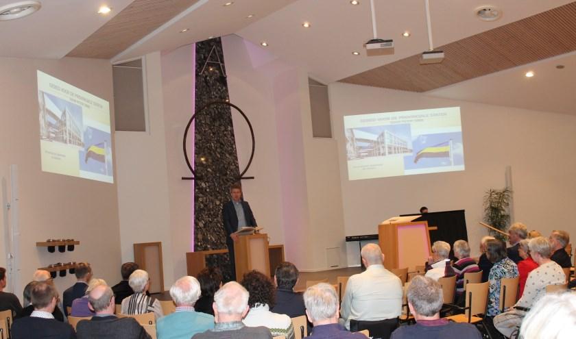 ds. Theo Pieter de Jong bidt voor de Provinciale Staten.