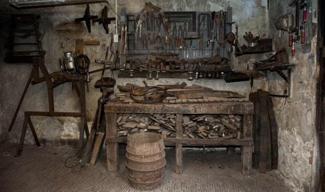 Na de restauratie zijn alle spullen in de werkruimte terug geplaatst op de oorspronkelijke plek.