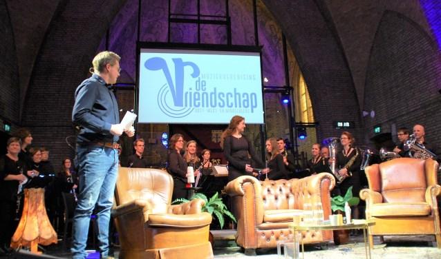 Zondag speelde de harmonieafdeling van De Vriendschap bij live talkshow Beers' Gebuurt in De Kerk Oostelbeers.