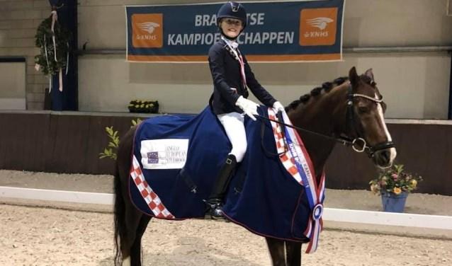 Jill van Hooff neemt zaterdag met haar pony Dajo deel aan het NK.