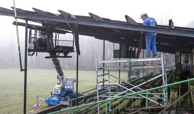 In 2011 is het dak van de eretribune  afgehaald.