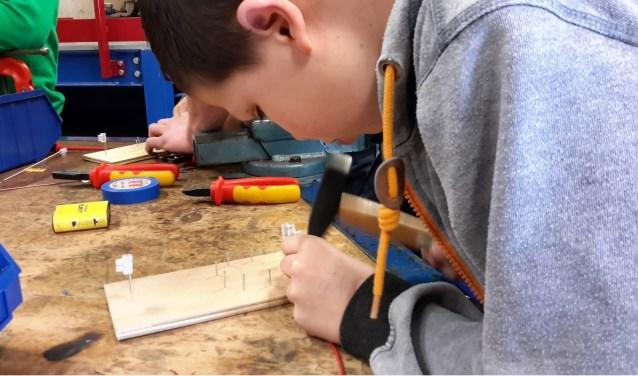 Het doel van de Twentse Techniek Week is om kinderen kennis te laten maken met techniek.
