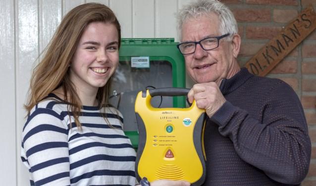 Met het initiatief een AED-apparaat te plaatsen in woonwijk Methen, is Zevenaar weer een AED rijker (foto: Bas Bakema)