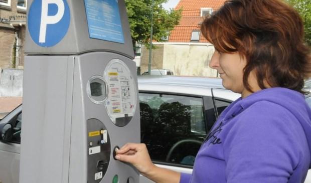 Er komt een einde aan de parkeerautomaat met betaalkaartjes.  Foto: Marianka Peters
