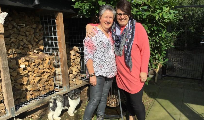 Anita Winters (links) en Marije Bruinewoud zijn de nieuwe gezichten van De Blije Markt. (foto: Karin van der Velden)