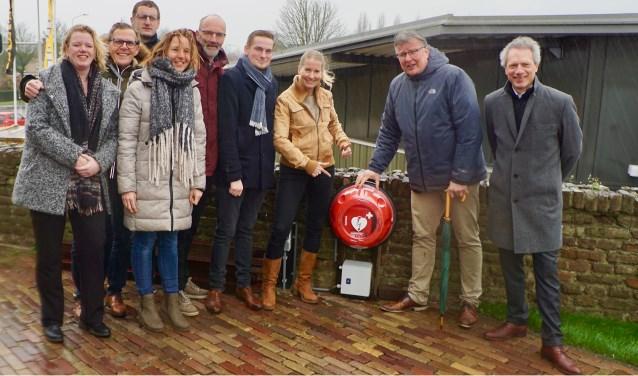 Leden van de Werkgroep Gezond Linschoten en Buurtcommissie Wulverhorst Montfoort met wethouder Rensen en directeur Versluis van RAVU.