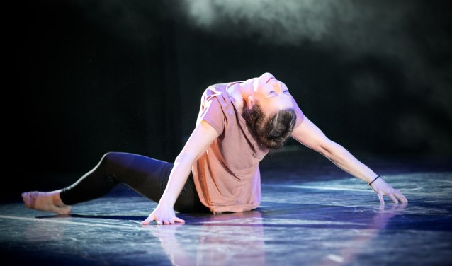 Dagmar Stamborg tijdens een dansoefening. Foto: Daisy te Nijenhuis - Day's eye fotografie.
