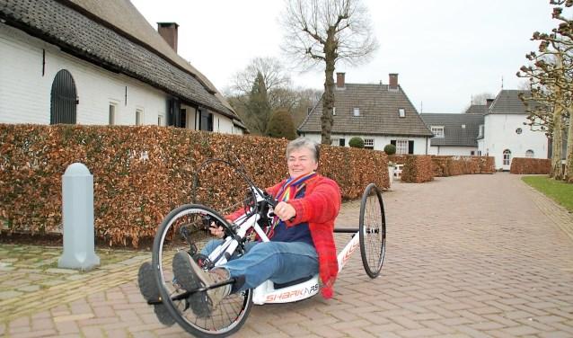 Francien van Kaathoven met de handbike waarmee ze op 13 juni de Kaunertal Gletscher gaat beklimmen met de LibraBikers.