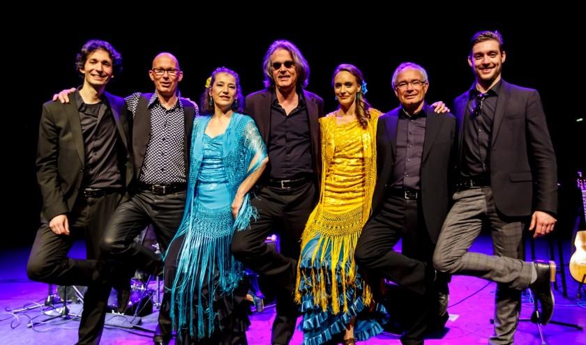 De Règâhs met een programma vol gitaartechnische hoogstandjes, typisch Haagse dialogen en spitsvondige hertalingen van Beatles- en Stonesnummers. En dit alles in een onvervalst Spaans flamencojasje of zoals de Règâhs zelf zeggen: Hondagt praucent flamingau!