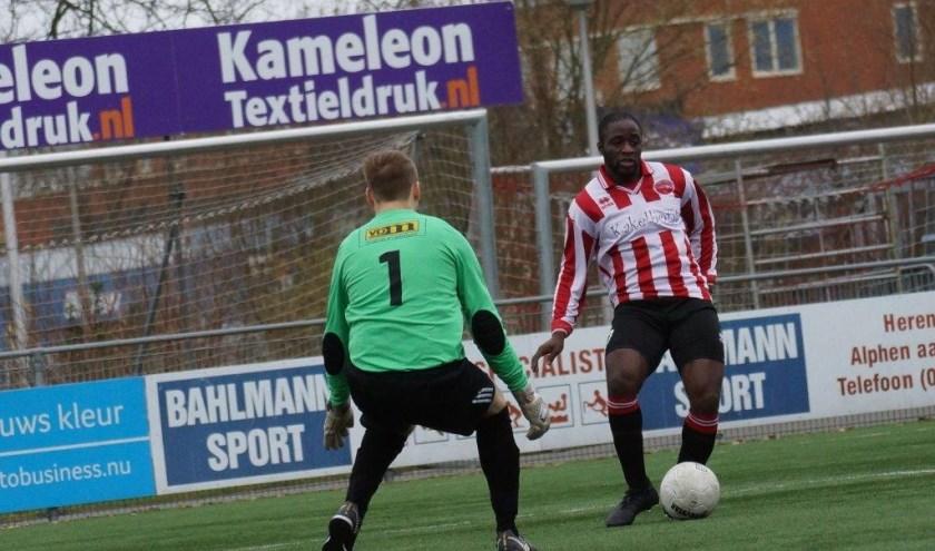 Jesse Boateng maakt de meeste goals namens Alphense Boys zaterdag.