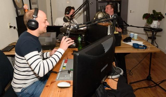 """""""Luisteraars vermaken met lekkere muziek en interessante onderwerpen en zelfveel hebben"""", dat is de drive van de radiomakers van Pretflat FM."""