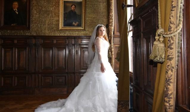 In de Regentenkamer wachten bruidsparen tot hun gasten in de trouwzaal aanwezig zijn.