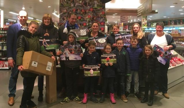 Spaar bij Plus Koenders in Eibergen voor fanartikelen van deze kinderen en hun clubgenootjes.