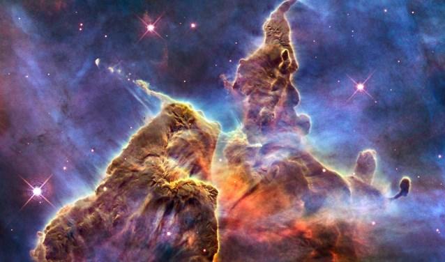Nebula, in deze nevel op een afstand van 7500 lichtjaar worden nu sterren geboren.