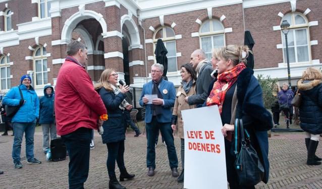 Doeners Hans Hospers en Milou Tol in gesprek met Minister Stef Blok