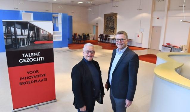 Ton van Hecke (links) en wethouder Ben Hiddinga. (foto: Roel Kleinpenning)