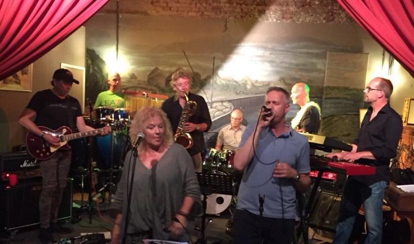 De band @eeez heeft muzikanten met jarenlange ervaring in de soul, de blues, funkrock, jazz-fusion en alles wat daar tussenin zit. Eigen foto