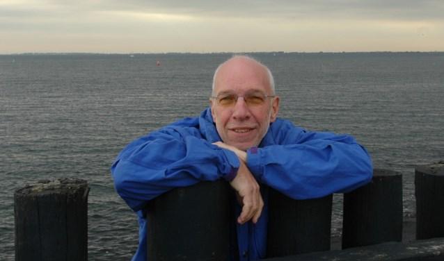 Auteur en oud-journalist Paul de Schipper weet met zijn nieuwe boek 'Verslaggever van't Nieuwe Zeeuwtje' te boeien. FOTO: KEES SLAGER