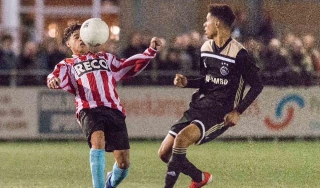''Alphense Boys JO1 hield 94 minuten stand tegen de hoogste jeugd van Ajax''.