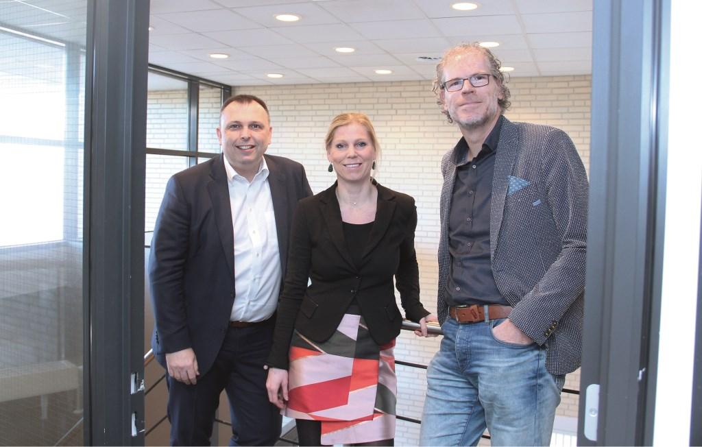 De komst van Frank Krake (r) is mogelijk door de sponsors Rabobank (Cris van Arkelen) en Hauwert Advocatuur & Mediation (Linda Hauwert).