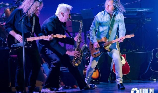 De Legendary Albums Live Band en Erwin Nijhoff spelen tijdens een wervelende theatershow hits als I'm on fire en Dancing in the dark van Bruce Springsteens album Born in the USA.