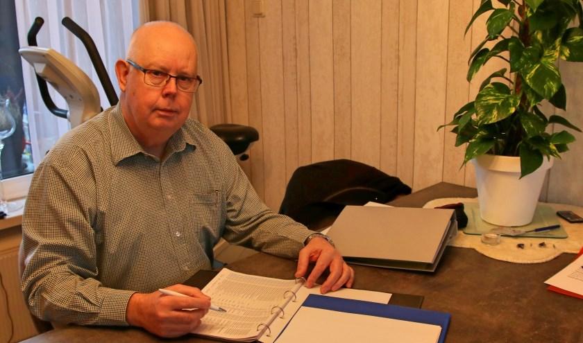 Peter Boerboom helpt mensen die met schulden kampen of hun financiën gewoon niet op orde hebben. (foto: Elsie Schoorel)